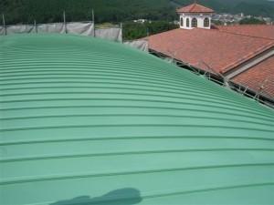 体育館 屋根 熱交換塗料塗装後状況